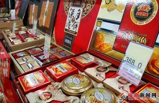 超市内琳琅满目的月饼,价格也有高有低。.JPG