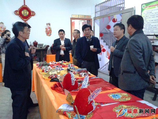 检查团对贯岭镇综合文化站进行评估检查。.jpg