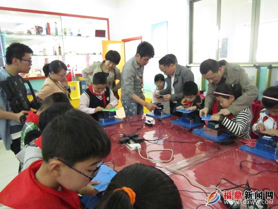 王建华到市青少年宫开展党的群众路线校外教育实践调研活