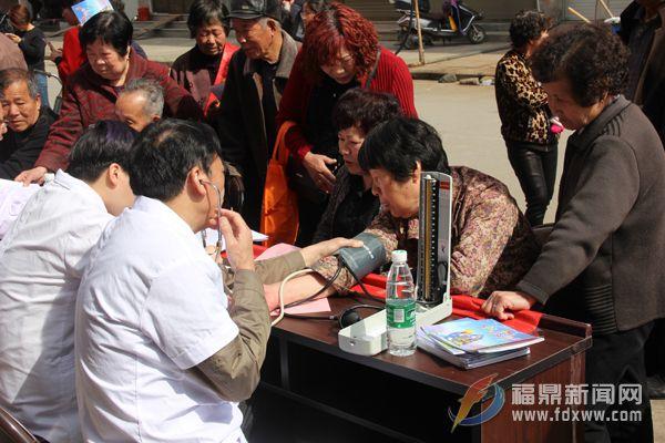 太姥山镇:开展关爱老人健康咨询免费体检活动