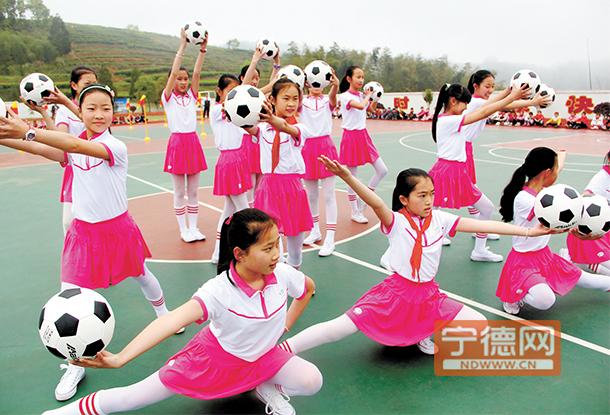 霞浦水门中心小学举办首届校园足球文化节活动