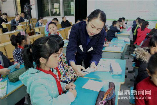 """流美中心小学举行新调入教师""""亮相课""""教学研讨活动"""