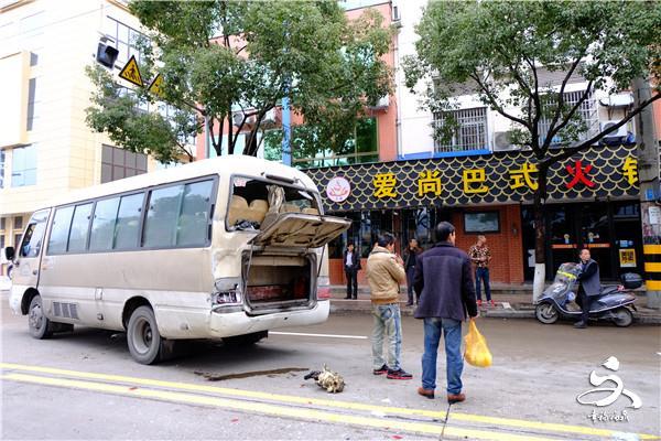 【突发】虹滨路发生追尾事故,无人员伤亡已恢复交通