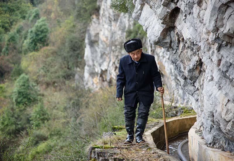 一个人,一辈子,一道渠  ——贵州遵义老支书黄大发的无悔人生