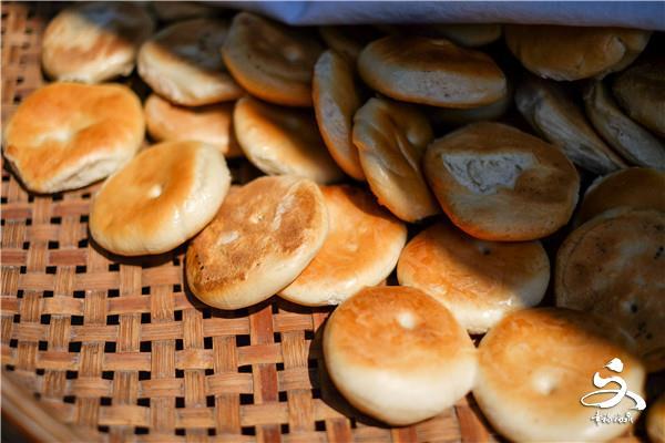 """【他们的""""江湖""""】榕树下的小铺——出产的美味叫光饼"""