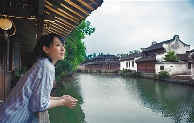 刘若英回乌镇重游故地 像个归家的孩子