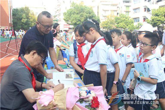 学生排队要签名 (4).jpg