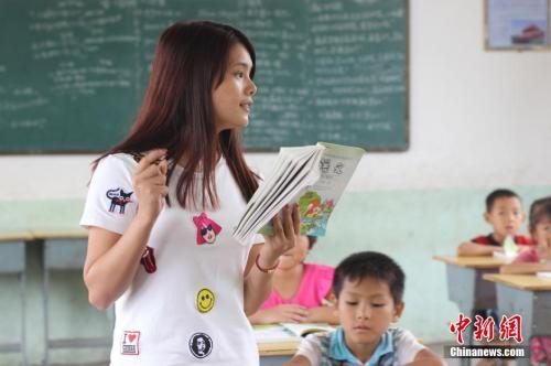 化解择校难题、提高教师待遇 中央发文深化教育改革