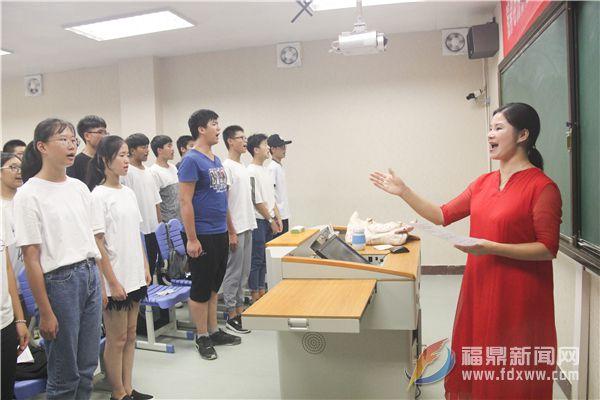 朗诵组:《叙事朗诵团》在指导老师叶潇潇指导下卖力排练 (3)--张亭摄.JPG