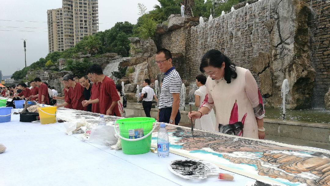 43位书画家现场创作66米长卷《诗意桐江》