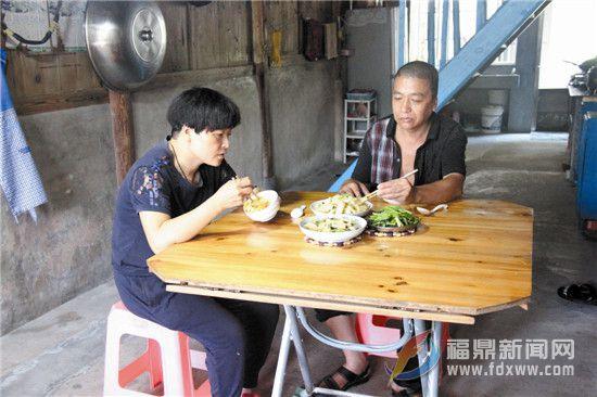 【我的脱贫故事】杨仕锋:精准扶贫的拐杖让他重新站起来