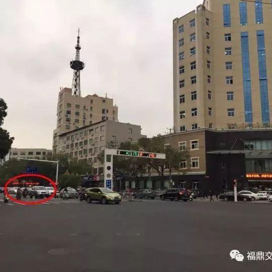 福鼎太姥大道国税局路口标识标线改了,到底咋走?看这里!