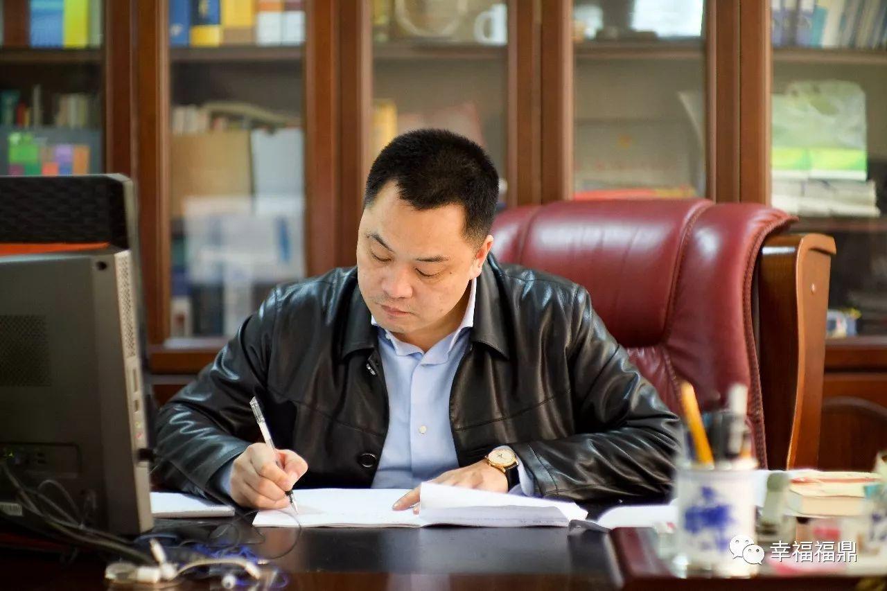 【代表委员风采】李华林:加快产业转型,促进绿色发展