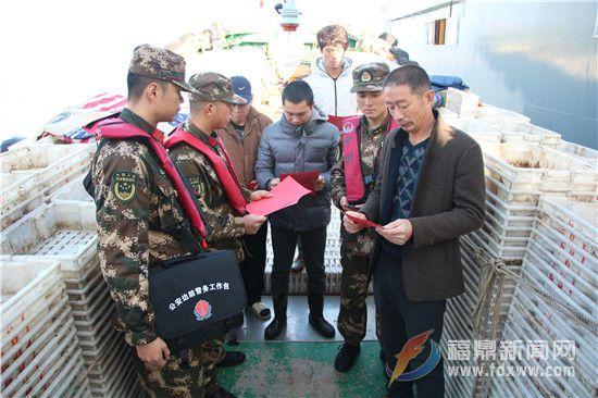 110宣传日,海警官兵在行动2.jpg