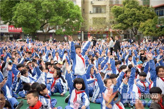 """台湾著名儿童文学作家子鱼""""书香校园行""""公益讲座走进校园"""