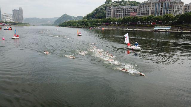 安家葆、辛鑫分获全国马拉松游泳冠军赛男、女冠军