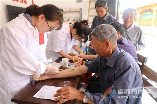 世界家庭医生日 点头卫生院开展宣传义诊活动受欢迎
