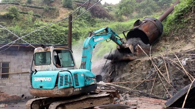 点头镇:拆除违章建筑 保护绿水青山