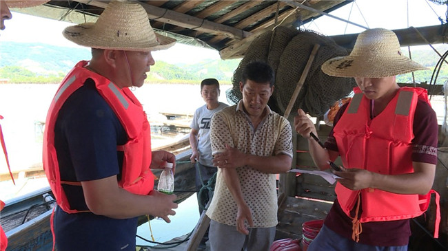 店下:及时组织渔排人员转移上岸
