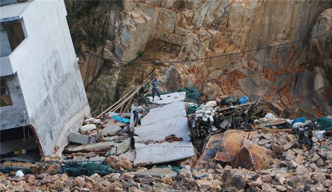 第一时间,台风过后南镇村民立即开展灾后复产工作