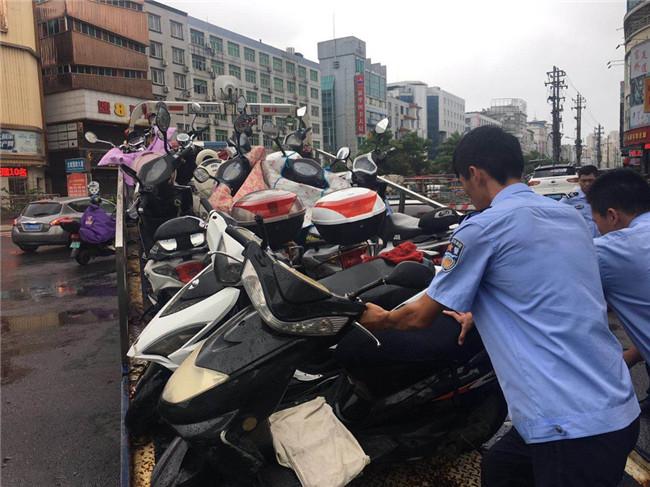 交警大队圆满完成电动车专项整治行动路面整治阶段