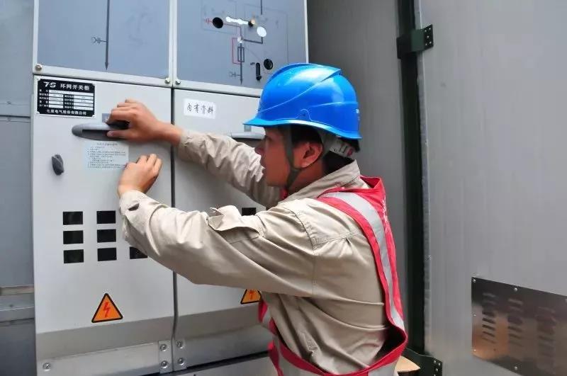 供电公司说无权管这些变压器,小区居民蒙了