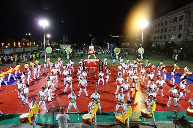 """店下镇百人""""威风锣鼓""""队积极备战省老年人体育健身大会开幕式"""