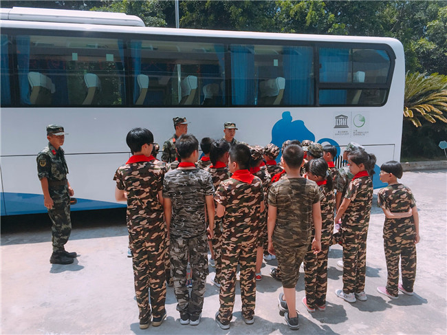 福鼎市青少年国防教育活动走进军营