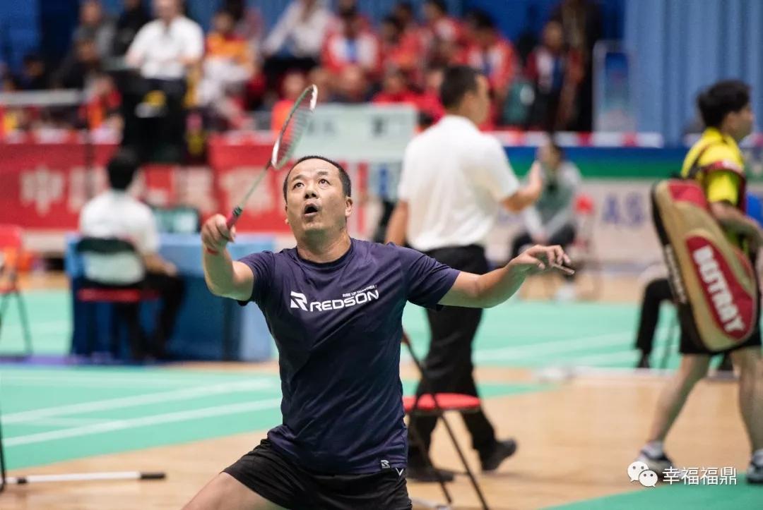 """省运会羽毛球赛火热进行中,""""老少对决""""引注目"""