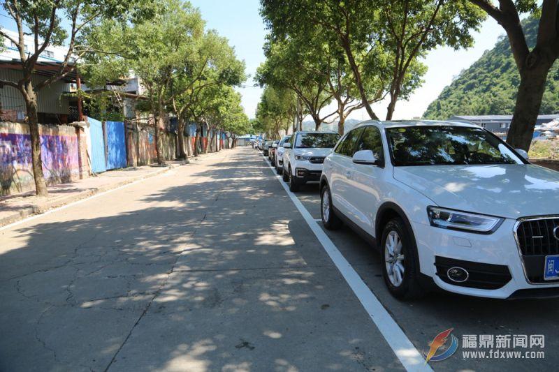 市交警大队在星火路新增100个停车位