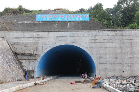 百日攻坚:百胜山隧道设置装备摆设项目竣工指日可待