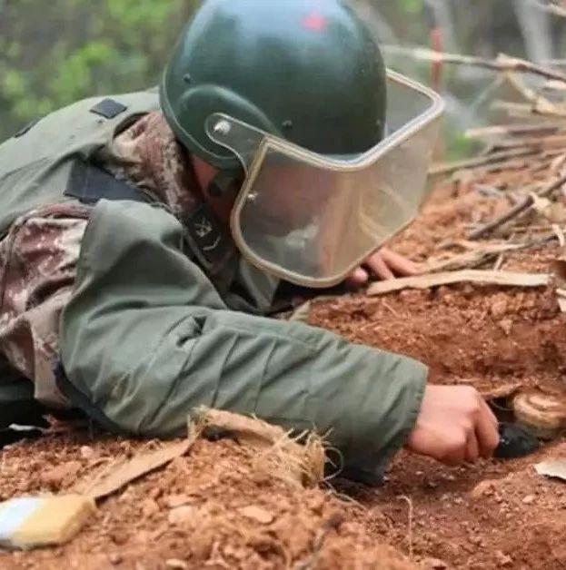 不要再低调了,请@你身边可亲可敬的国防人物!