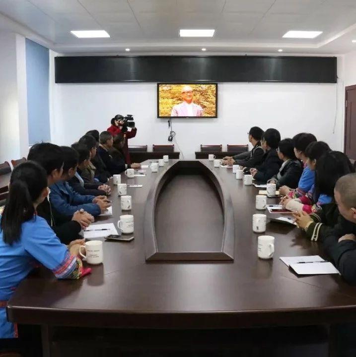 本日,福鼎的干部群众守在电视机前看这场庆贺大会!