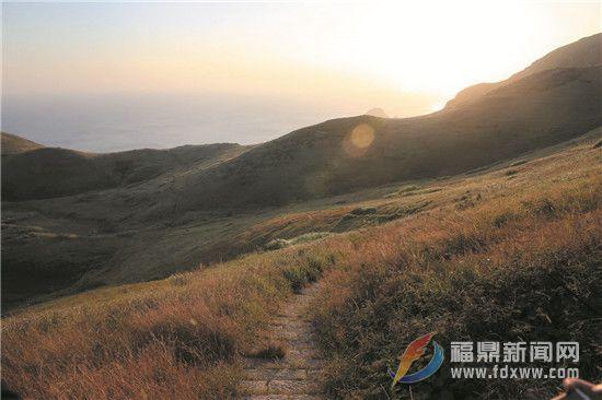 晚秋望嵛山