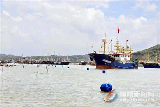 点头:放航道浮标 保障船只安全航行