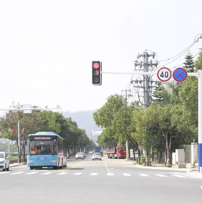 @老司机 市区新增一处交通信号灯,具体位置在……