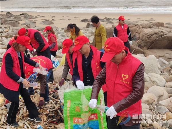 嵛山镇党员志愿者助力海岛垃圾分类