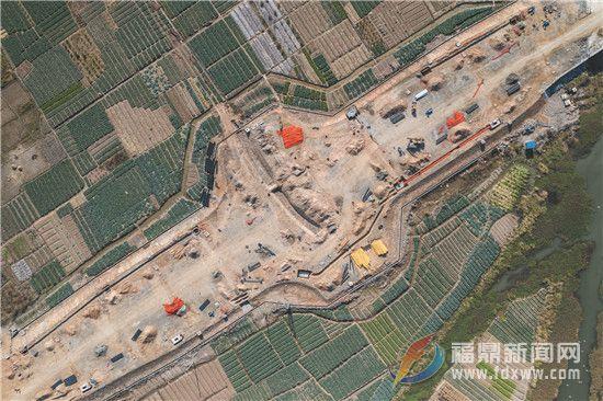福东大道及薛家山隧道东连接线元旦前完成主车道铺设