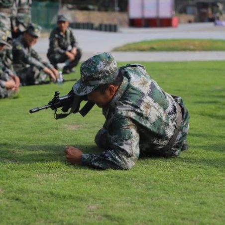 2020年军事训练第一枪已打响,还不来看?