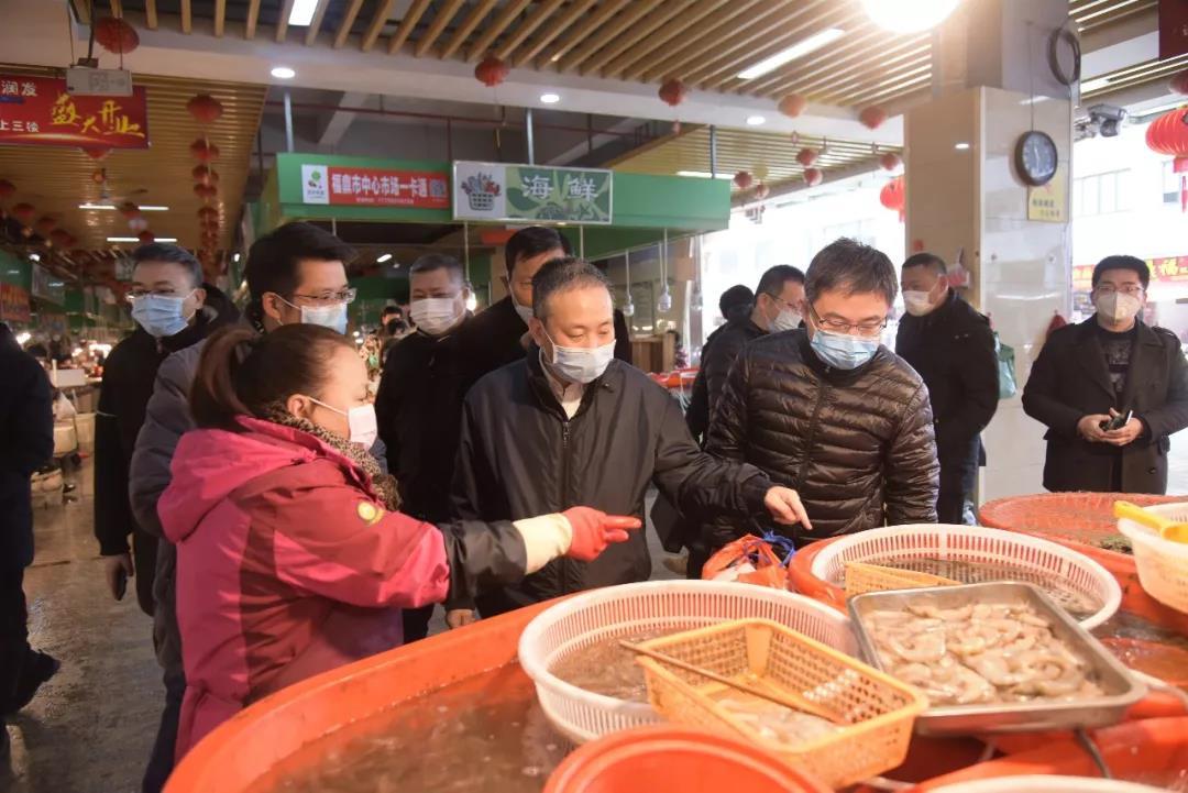 刘振辉袁华军调研疫情防控期间市场供应情况