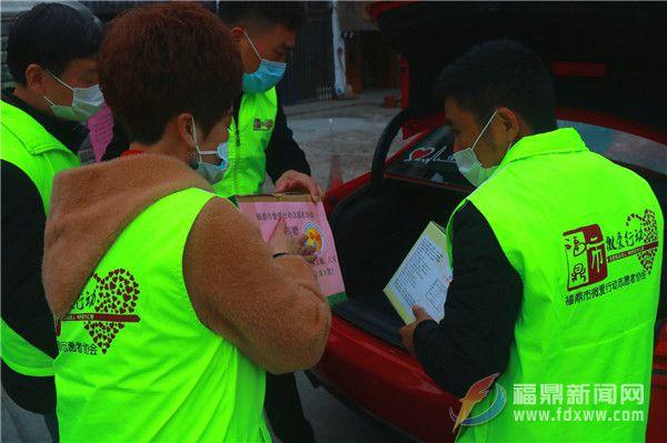 助力抗击疫情 微爱协会志愿者无偿捐赠口罩