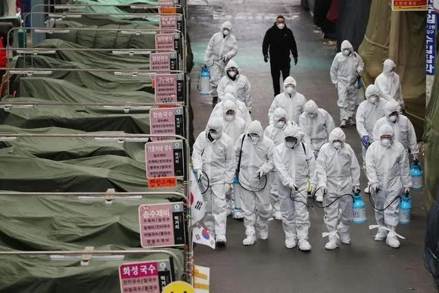 """世卫组织宣布将新冠肺炎疫情全球风险级别上调为""""非常高"""""""