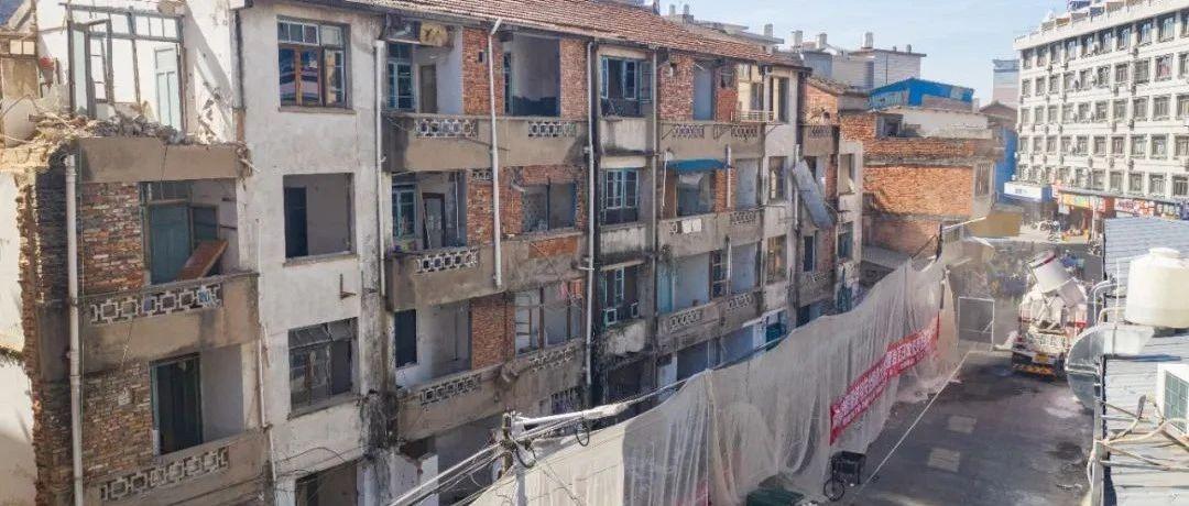 拆除闹市区近1500平危房,腾出空地做公益