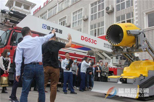 智能消防机器人亮相干部培训现场
