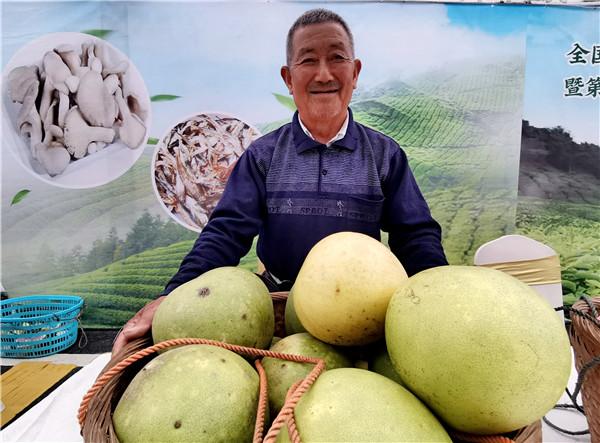 刚刚,全国第七个扶贫日主题宣传活动暨第二届磻溪白茶丰收节在赤溪举行