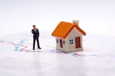 前三季度房地产贷款持续回落