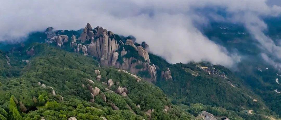 山里的云里雾里雨里,藏着不似人间的风景