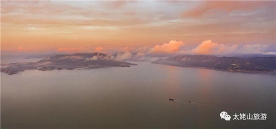 海中有岛,岛上有湖,湖边有草……嵛山岛就是这样一个美得不要不要的地方