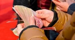 新年涨钱了!多地上调2021年最低工资标准新年涨钱了!近日,江西、黑龙江、陕西等多个省份宣布上调2021年最低工资标准,还有一些地方也确定上涨并在酝酿上涨方案。打工人,看看你能涨多少钱?  多地宣布上